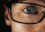 Osoba w okularach